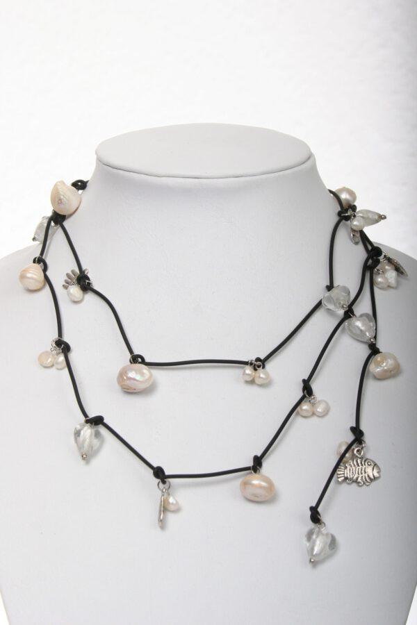 Perlenkette, Leder, Kristallkette, mehrreihig, zweireihige Perlenkette, Schalkette, Geschenkidee, Perlengeschenk, Geburtstagsgeschenk, weiße Perlenkette, Designerkette, Schmuck, jewelerry, Kulturperlen