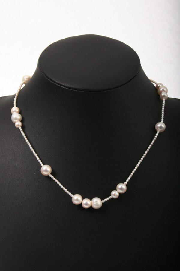 Perlenkette, einreihige Perlenkette, weiße Perlenkette, schöner Schmuck, jewelerry, edler Schmuck, edle Kette, hübscher Schmuck, Schmuckgeschenk, Hochzeitsgeschenk, Verlobungsgeschenk, Geburtstagsgeschenk